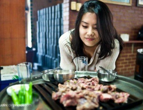 Como comer como un local en un restaurante coreano