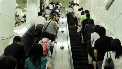 Lo que debes de saber al subirte a una escalera eléctrica en Corea